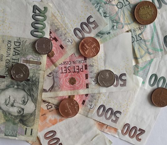 Never change money on the street from unknown persons