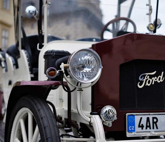 Private tours in Prague Old Cars