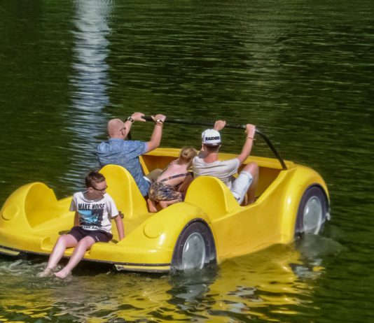 Boat and pedal rentals under the National Theatre
