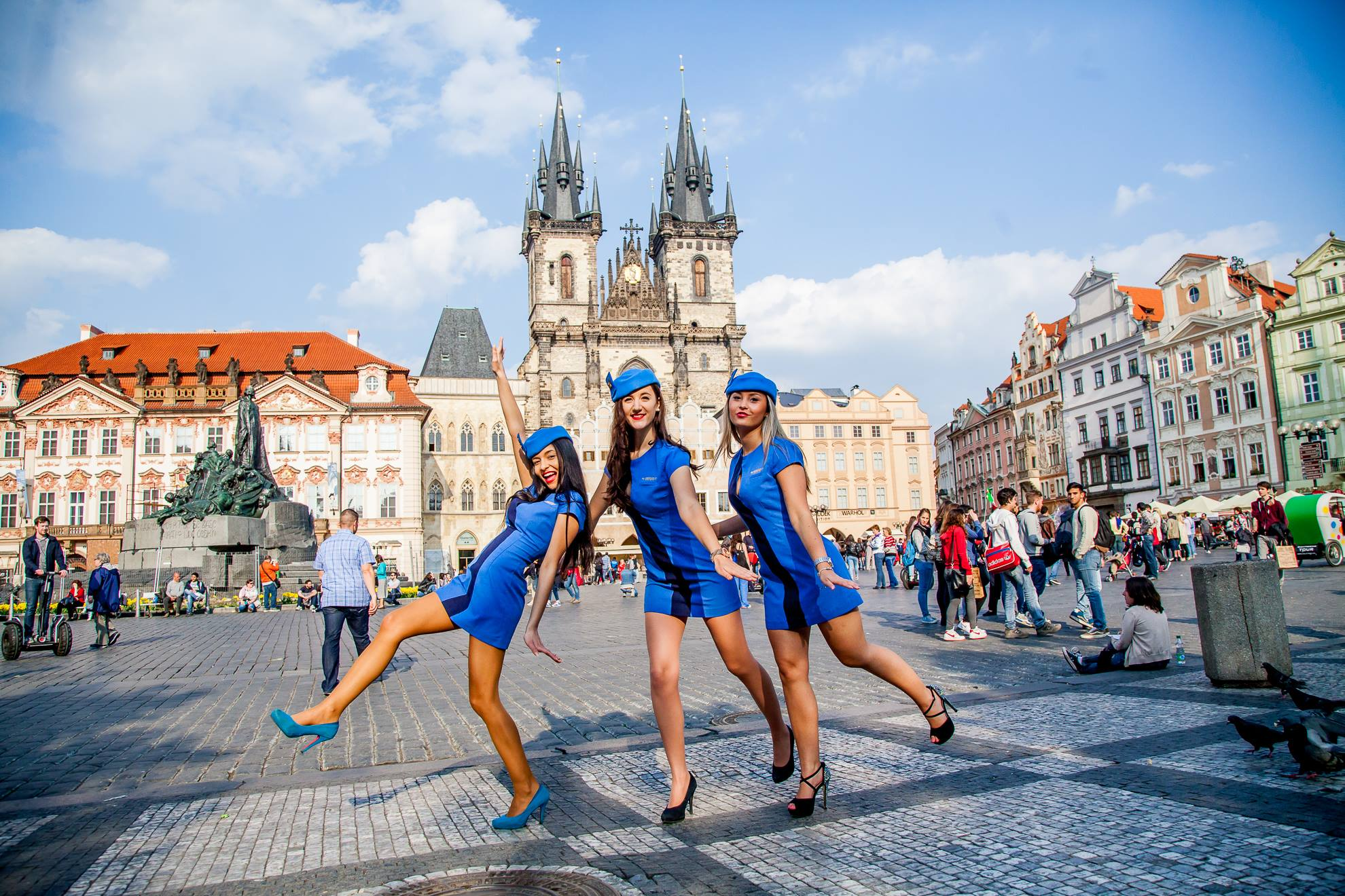 how to fly from budapest to prague