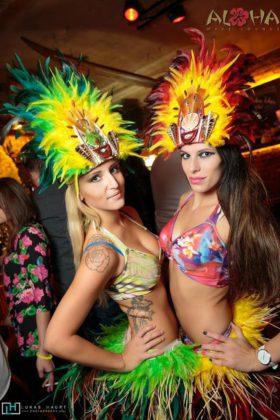 Aloha bar Prague girls