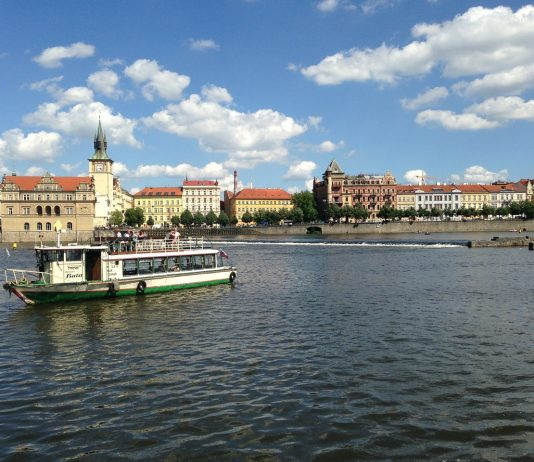 Prague river cruises: How to enjoy many sights